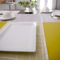 5月レギュラーメニュー ソルト&レモン・クランブル・ケーキのテーブル
