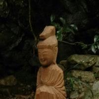下廿屋をあるいて円空仏像が見えた