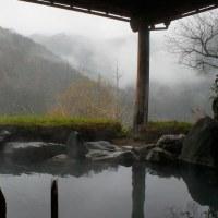 四国の旅・・・その3。秘境小歩危峡のホテル、おいしいお料理、女将の民謡披露、天空の露天風呂、天空の村、びわの滝。