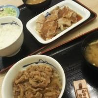 松屋フーズ 大久保 豚生姜焼き定食 と プレミアム牛丼