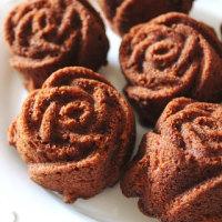 バラのキャラメルケーキ