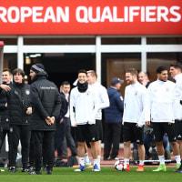ドイツ代表、W杯予選・アゼルバイジャン戦前の会見にはヨギヨギとケディが登場。