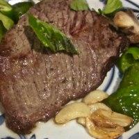 手作り料理 ローストビーフを食べる