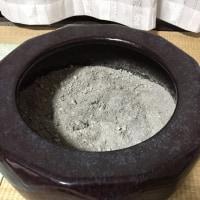 火鉢の灰作り