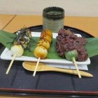 「両国」國技堂でお団子を食べる