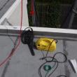 屋根を洗う