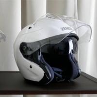 バイザー付きヘルメット
