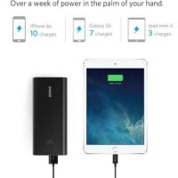 超ド級!スマホやタブレットに一週間分の電力を供給するプレミアムモバイルバッテリー