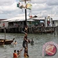 州政府がTanjungriau水域のゴミを清掃する   インドネシア