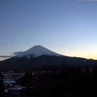 大相撲は大関抜けだすも? 富士山・伊豆大島見えて海は穏やか 11℃超へ