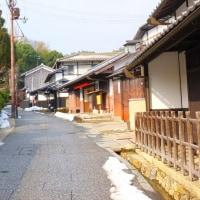 まだ雪が残る化野念仏寺、鳥居本