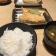 天ぷら定食を食べながら