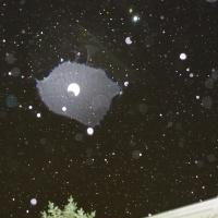 雨の夜、自宅上空に現れたプラズマ状ライトシップ!(9/24更新; ピラミッド型?)