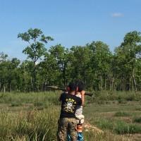 カンボジア旅行 シェムリアップ射撃場で ロケットランチャーをやり日本人2人旅
