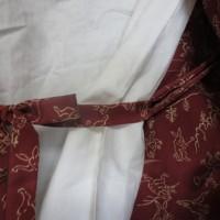 ジムトンプソンの生地で作ったコートに紐をつける ・・・・