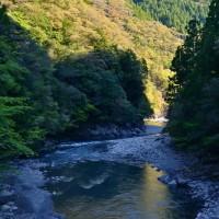 川躑躅咲くころ