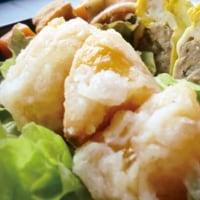 イカの煮染めと柿の天ぷら弁当/幸せそうに
