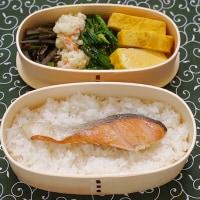 長崎の「五島巻 あじ」を蕎麦の上に梅鉢に並べる朝