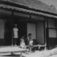 昭和29年頃-母の実家で叔母の膝上で