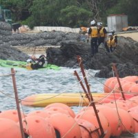 <5月30日(火)の辺野古>今日もカヌー隊がフロートを超えて突入、捨石投下に抗議行動を続ける