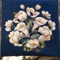白い花のニードルポイント