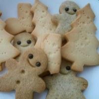クリスマスクッキーを焼いてます!