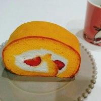 『中条たまご直売所』の「苺のロールケーキ」