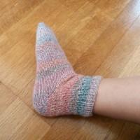 「1、2、3玉で編めるこもの」よりシンプル靴下