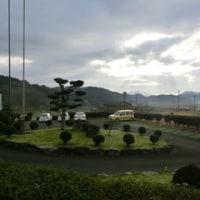 今朝の校長室からの風景です。冬の空ですね。去年の大雪を連想します。