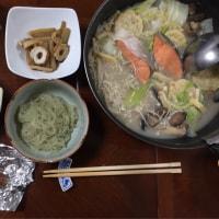 夕飯。寒くなってきたので鍋を食べます。いただきます。
