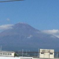 今日は暑いが富士山は初冠雪