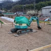 農機具小屋の工事が始まりました。