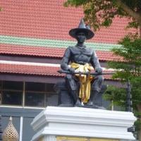 ワットバンクーンにタクシン大王銅像を見た