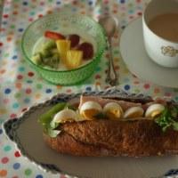 大好きなブランジェリー シニフィアン・シニフィエさんのバゲッドで朝ごはん!