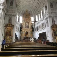 教会での瞑想の結果。セントミカエル教会:羽根のような光が地下から伸びて教会全体を包みこんでいる。