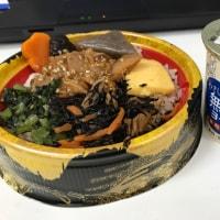 今日のお昼ご飯  賑わいわっぱ(鶏五目)