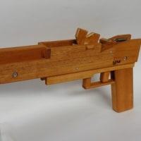 KEROKERO火器商会さんの連発ゴム銃のコピー