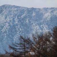 冬間近 信越県境の山は白銀の世界