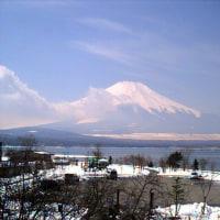 甲子園決勝は大阪対決へ 春霞の富士山