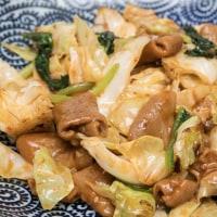 2017.05.22の夕食 お手軽にキャベツ・ほうれん草と『こてっちゃん(味噌味)』の炒め物