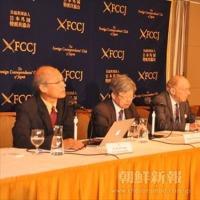 12日、日本外国特派員協会で記者会見を行った。鄭己烈さん、金永雄さん、ミシェル・チョスドフスキーさん