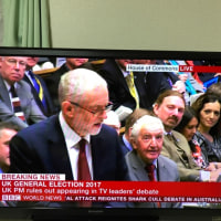 BBCで見た民主主義の本場、イギリスの党首討論は素晴らしい! 安倍がTV用に官僚の作文を読み、TVがカット&ペーストして報道する日本とは全然違う。ちゃんと議論している。