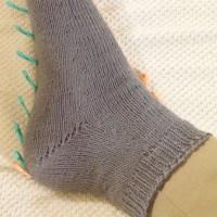 マジックループで爪先から編む靴下 両足同時編み(夏用)4足目 その2(完成)