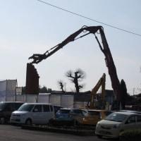 残念ながら地震で壊れた泗水社の煙突は取り壊されました。
