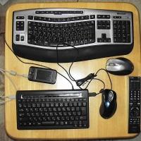 USB Hub 付コンパクトキーボード