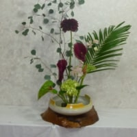 盛り花に枝物を生ける