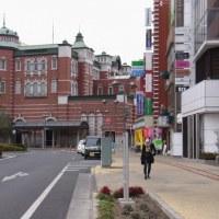日本の起点駅に似た駅舎がある宿場町を歩く