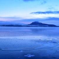 全面凍結近い屈斜路湖。