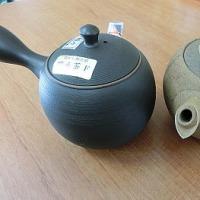 急須と茶缶。