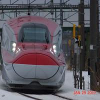 秋田新幹線こまちとローカル